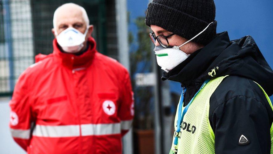 Le club des Yvelines, qui évolue en Fédérale 3, a décidé de fabriquer deux mille masques pour aider l'hôpital de la ville.
