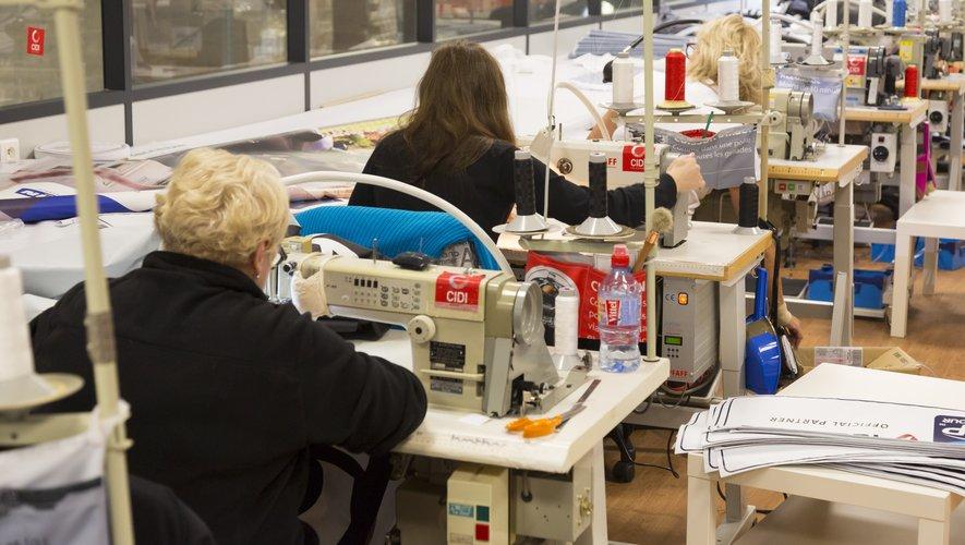Pour faire face à la pénurie de blouses et de masques en milieu hospitalier, l'entreprise du président d'Antony Métro 92 s'est muée en atelier de couture pour équipements de protection. Photo DR