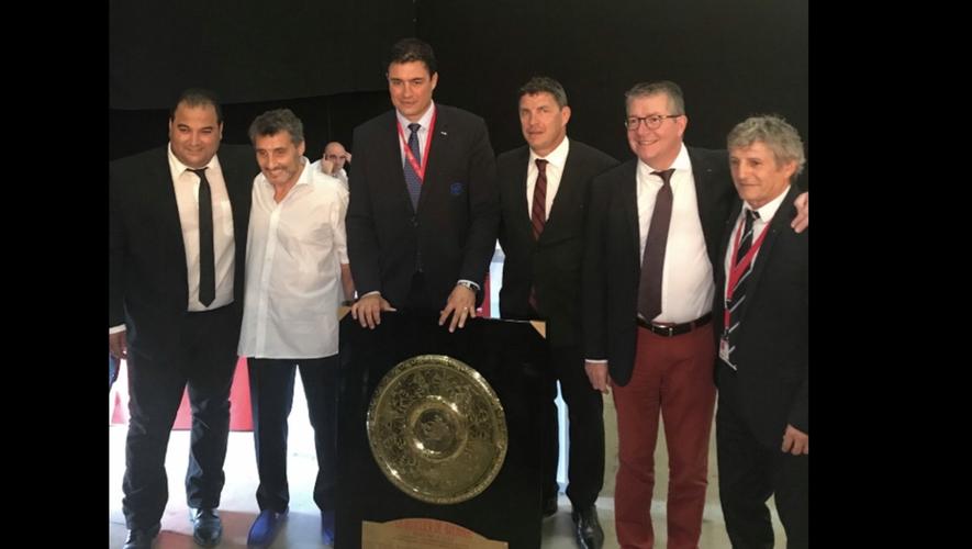 Kamel Chibli et Didier Codorniou, vice-présidents de la Région Occitanie, entourent Mohed Altrad, Matthias Rolland, Didier Lacroix et François Rivière.