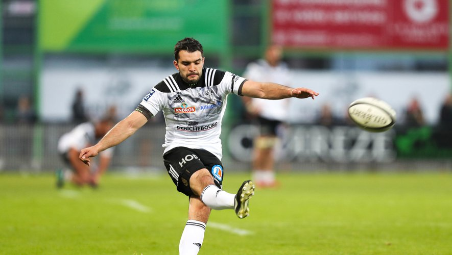 Thomas Laranjeira of Brive kicks a conversion during the Pro D2 match between Brive and Carcassonne on April 12, 2019 in Brive, France. (Photo by Manuel Blondeau/Icon Sport)