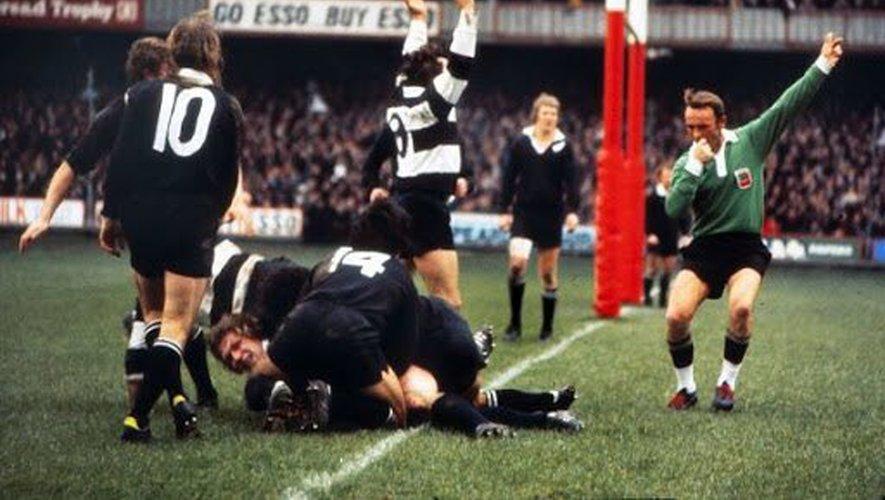 Le match entre les Barbarians et la Nouvelle-Zélande, en 1973 (ci-contre) va créer la légende de Georges Domercq. Il sera dans les années 70 une référence de l'arbitrage, tout en conservant ses attaches béarnaises (photos ci-dessous) puisqu'il sera maire de Bellocq pendant quatre décennies.  Photos DR
