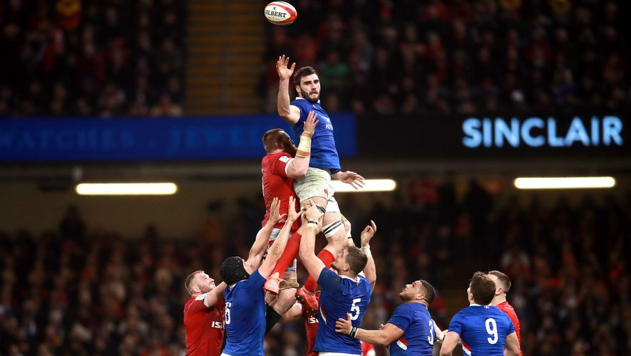 France's Charles Ollivon contests the line-out ball during the Guinness Six Nations match at the Principality Stadium, Cardiff.   Photo by Icon Sport - Charles OLLIVON - Millennium Stadium - Cardiff (Pays de Galles)