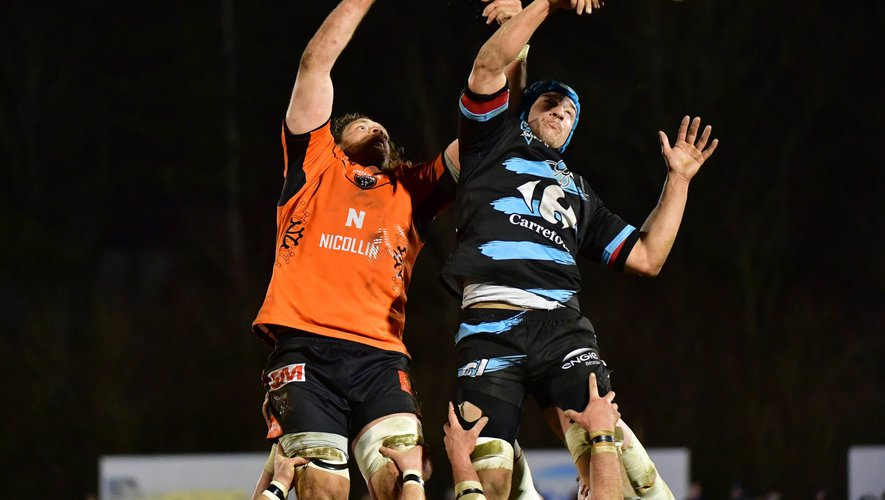 (R-L) Christophe Desassis of Massy and Nicolas Strauss of Narbonne during the French Pro D2 match between Massy and Narbonne on March 2, 2018 in Massy, France. (Photo by Dave Winter/Icon Sport)