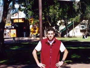 Quatre ans après avoir posé ses valises au Midol, Benoît couvre la tournée des Lions britanniques et irlandais en Australie (à gauche). Il multiplie ensuite les reportages et les rencontres, comme ici avec Jonah Lomu, Seremaia Bai ou Jonny Wilkinson. Ou avec Bruno Fabioux, dans la froideur anglaise de Northampton, bonnets vissés sur la tête...