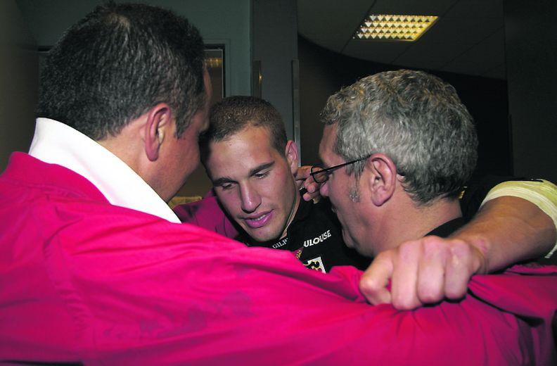 Frédéric Michalak entouré, après match, de Christian Gajan, un de ses coachs et Gérald Martinez, ancien international et demi de mêlée du Stade toulousain.