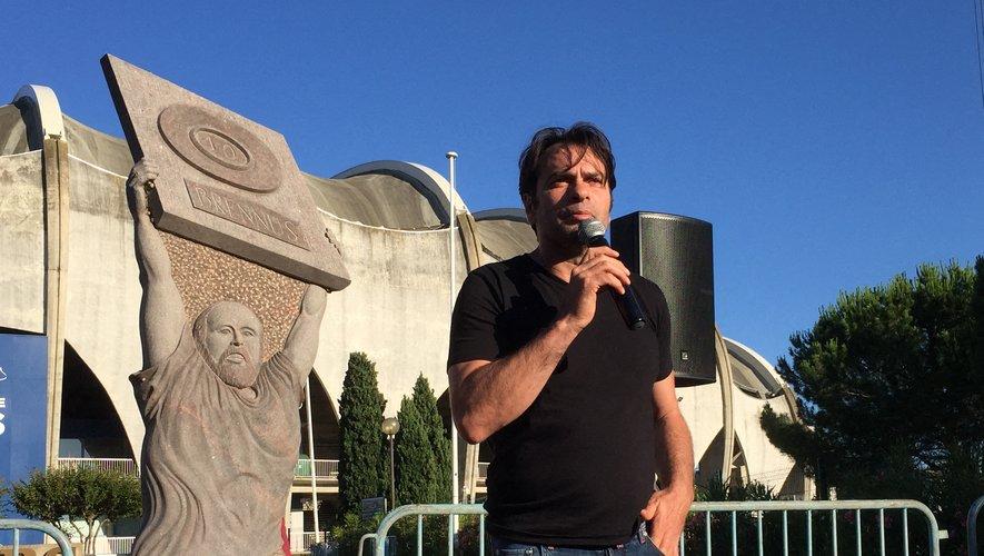 Christophe Dominici a pris la parole en début de semaine dernière devant la statue d'Armand Vaquerin, sise devant le stade Raoul-Barrière devant les supporters pour leur exposer son projet.