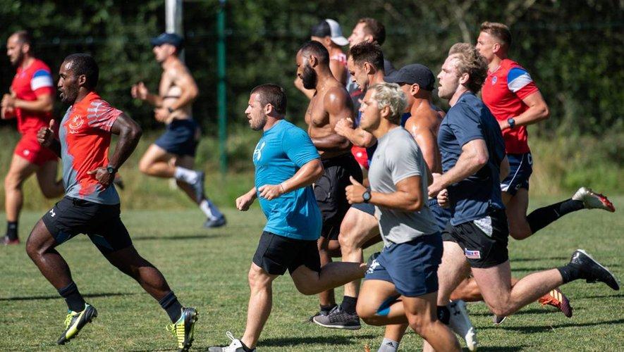 Le groupe du Stade aurillacois en pleine préparation physique.