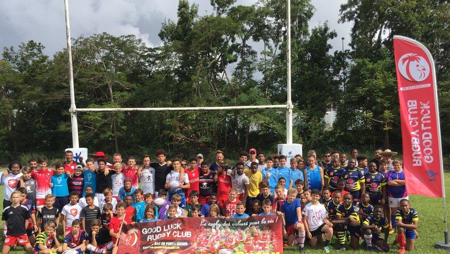 Début juillet, la communauté rugbystique de Guadeloupe s'est mobilisée pour aider le Good Luck à nettoyer les restes du club-house incendié. Un club qui accueille régulièrement des éducateurs du Stade toulousain qui viennent prodiguer leurs conseils aux jeunes rugbymen de l'île. Photos Good Luck Rugby Club