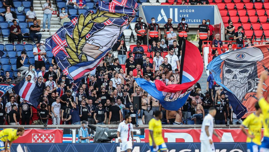 PSG's supporters pictured during a friendly soccer game between French club Paris Saint-Germain Football Club and Belgian team Waasland Beveren, Friday 17 July 2020 in Paris, France, in preparation of the upcoming 2020-2021 season. BELGA PHOTO BRUNO FAHY   Photo by Icon Sport - Parc des Princes - Paris (France)