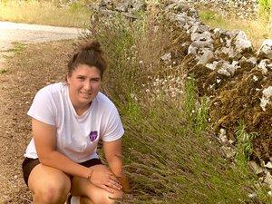 La Blagnacaise d'adoption, Clara Joyeux, veut miser sur la lavande pour diversifier l'exploitation familiale sise dans le Lot.