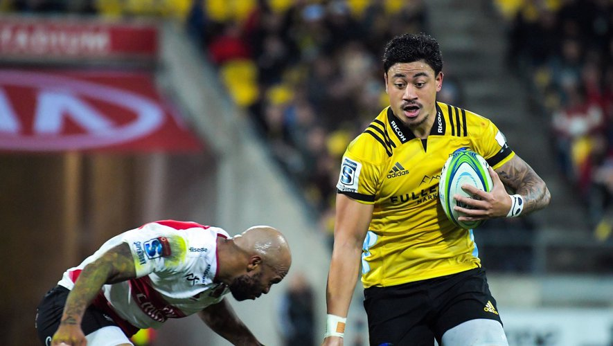 Lionel Mapoe tries to tackle Ben Lam during the Super Rugby match between the Hurricanes and Lions at Westpac Stadium in Wellington, New Zealand on Saturday, 5 May 2018. Photo: Dave Lintott / Icon Sport