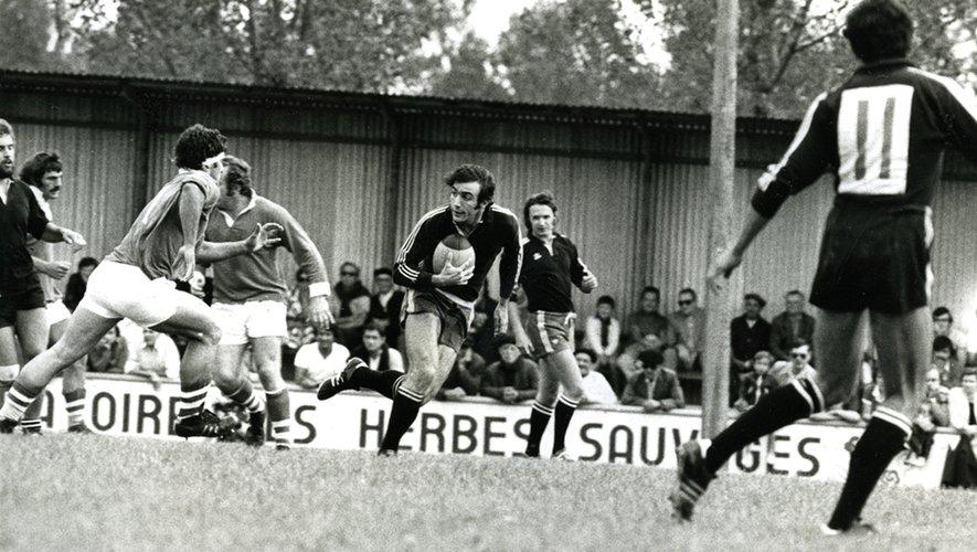 Jean-Michel Aguirre, ici ballon en mains, est l'un des visages marquants de le grande époque des « Noirs » du Stade Bagnerais. Leur jeu flamboyant ne leur offrit pas de titre, ils échouèrent à deux reprises en finale.