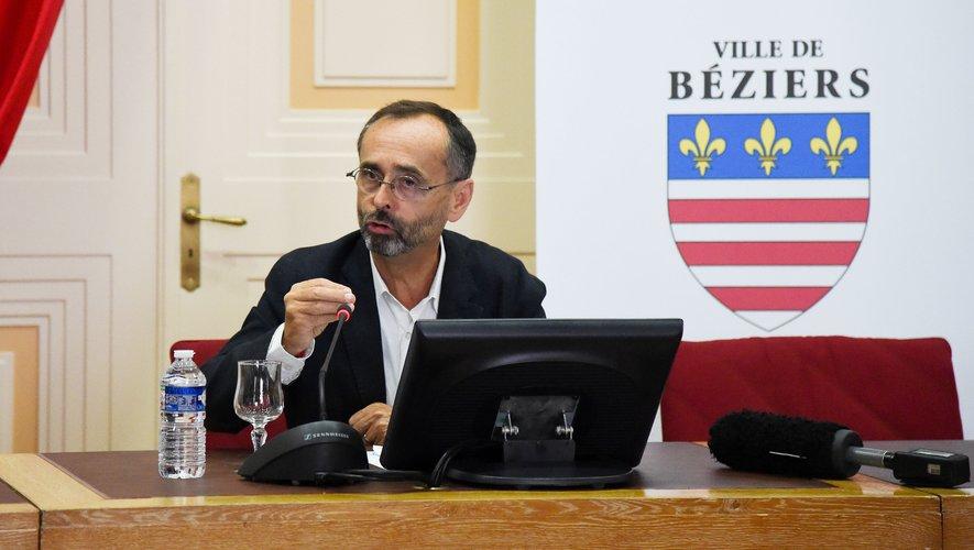 Robert MENARD, maire de Béziers.