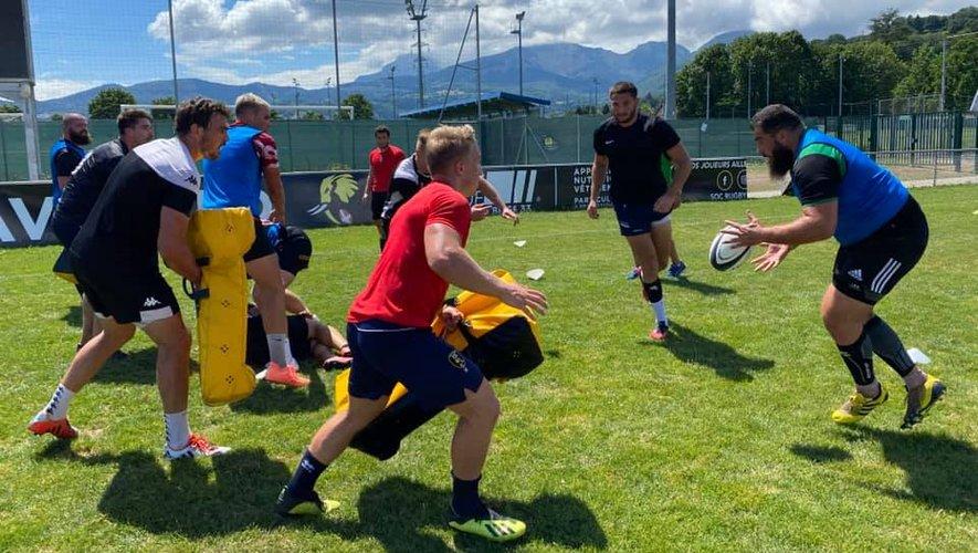 Les joueurs savoyards se préparent depuis début juillet. Ici, la recrue Damien Jourdain, ancien Briviste, reçoit le ballon. Photo page facebook.