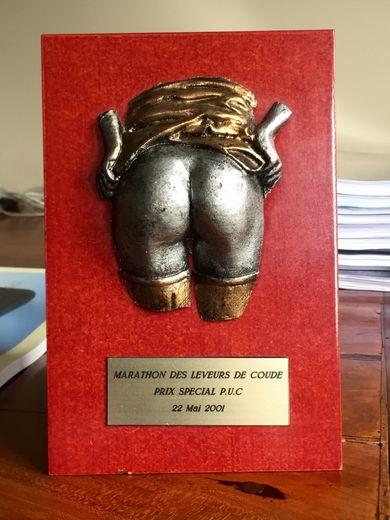 trophée du marathon des leveurs de coude a Paris (organisé par J Cormier: 42 bistrots au lieu de 42 km dans le 6eme arrondissement)  gagné par le PUC equipe de 12 deguisés en academiciens sur des Anes