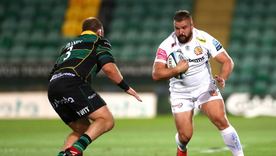 Exeter Chief's Tomas Francis (right) and Northampton Saints' Owen Franks battle for the ball during the Gallagher Premiership match at Franklin's Gardens, Northampton.  Photo by Icon Sport - Tomas FRANCIS - Owen FRANKS - Franklin Gardens - Northampton (Angleterre)