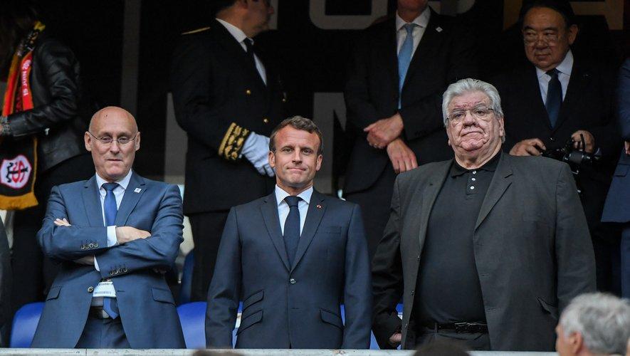 En guerre ouverte depuis 2016 et la première élection de Bernard Laporte, le président de la FFR (Laporte) et celui de la LNR (Paul Goze), ici aux côtés du président de la République Emmanuel Macron (finale 2017), n'en finissent plus de se déchirer autour de l'organisation des tests-matchs d'automne.