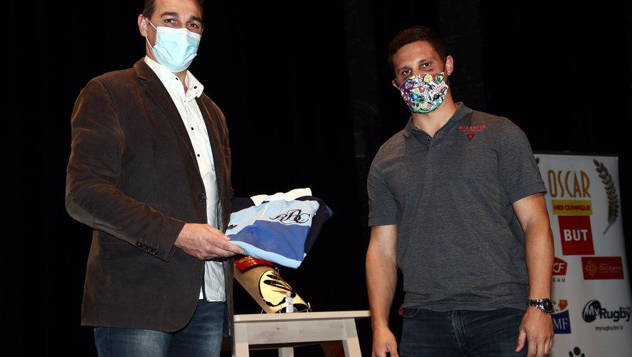 Nicolas Brusque, était présent pour représenter la famille des Barbarians et pour remettre le maillot à Gilles Bosch qui le fera suivre à Lucas Peyresblanques (absent de la soirée pour des raisons de protocole sanitaire).