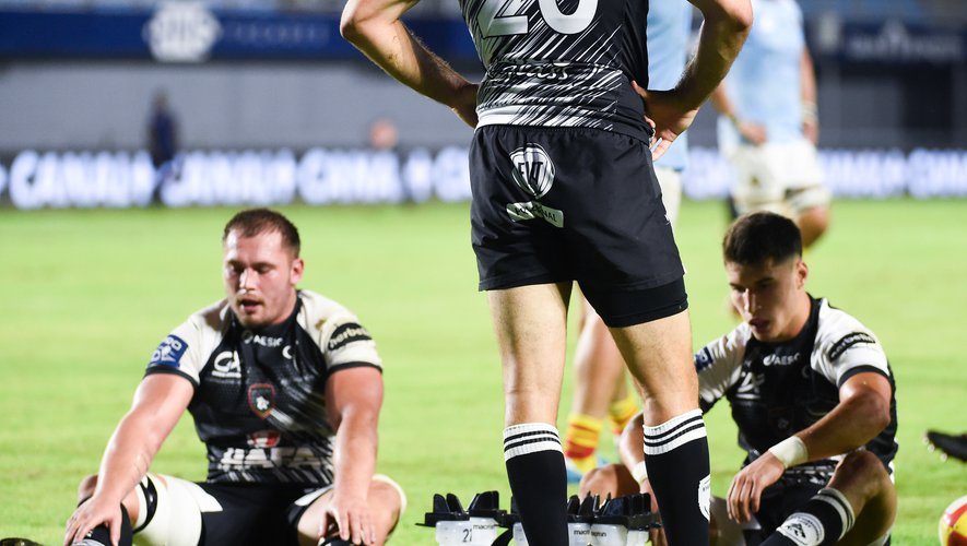 Team of Rouen looks dejected  during the Pro D2 match between Perpignan and Rouen at Stade de Aime Giral on September 18, 2020 in Perpignan, France. (Photo by Alexandre Dimou/Icon Sport)  - --- - Stade Aime Giral - Perpignan (France)