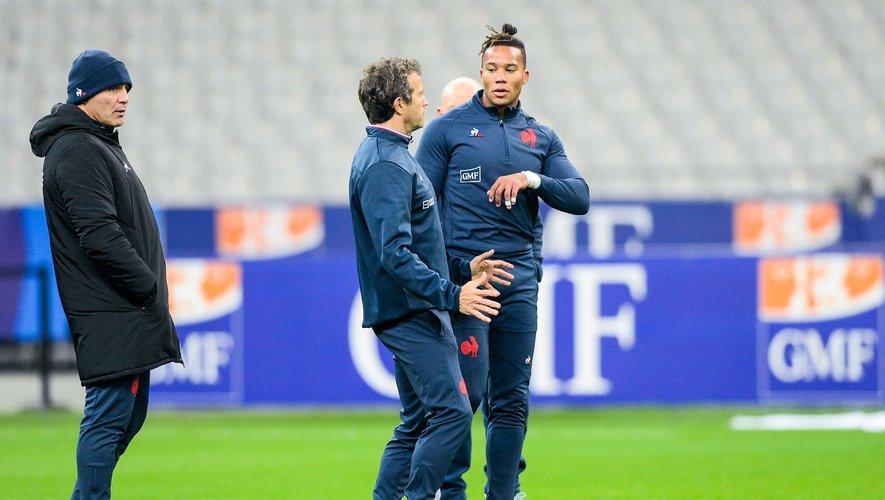 Fabien Galthié (sélectionneur des Bleus) en discussion avec Teddy Thomas