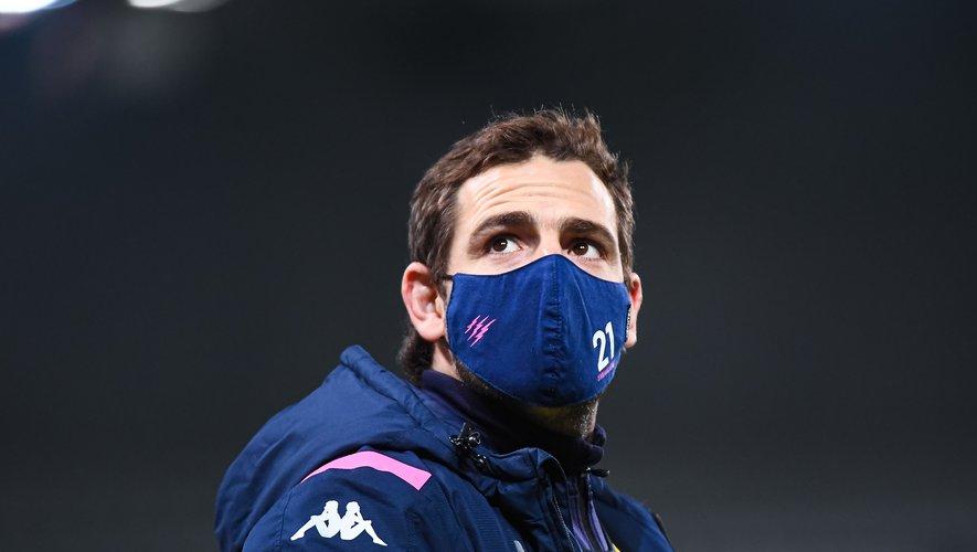 À l'image de Nicolas Sanchez, le masque et gestes sanitaires sont devenus une habitude dans le monde du rugby depuis un an