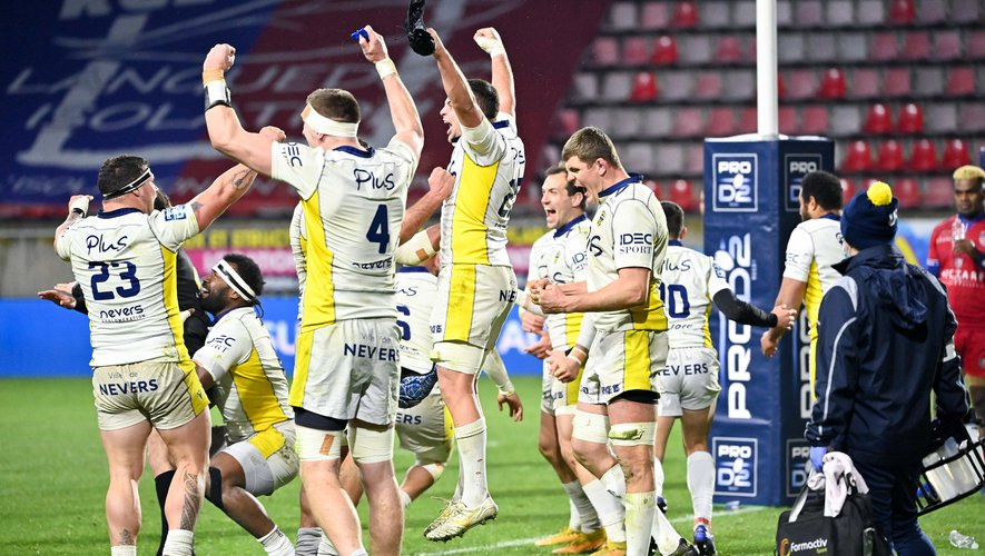 Team of Nevers celebrates the victory  during the Pro D2 match between Beziers and Nevers at Stade de la Mediterranée on January 8, 2021 in Beziers, France. (Photo by Alexandre Dimou/Icon Sport) - Stade de la Mediterranee - Béziers (France)