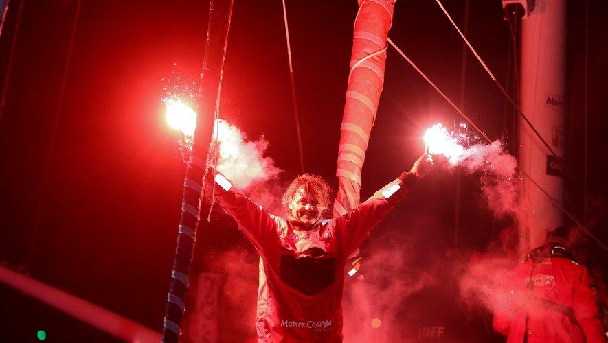 Yannick Bestaven a remporté « l'Everest des mers » la semaine dernière. À l'arrivée, on lui a remis un maillot du Stade rochelais, son club de cœur.