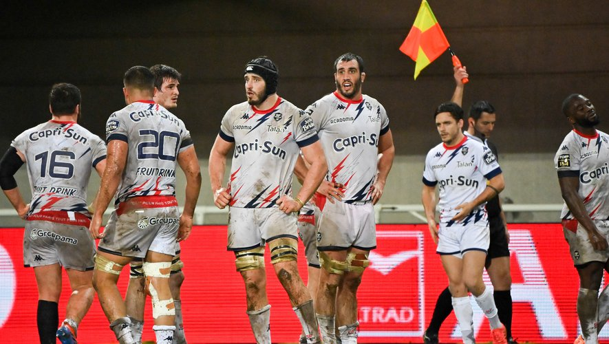Team of Stade Francais looks dejected  during the Top 14 match between Montpellier Herault Rugby and Stade Francais Paris at Altrad Stadium on February 6, 2021 in Montpellier, France. (Photo by Alexandre Dimou/Icon Sport) - --- - Altrad Stadium - Montpellier (France)