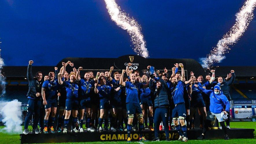 La joie des joueurs du Leinster qui célèbrent leur rencontre après la rencontre face au Munster