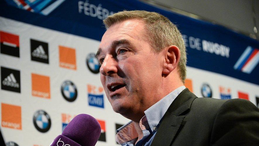 GMF, 1er partenaire de la FFR depuis 1985 et assureur des 450 000 licenciés du rugby. Erik Bonneval, Chef de marché représente la marque GMF et félicite Enzo Hervé pour cet Oscar.