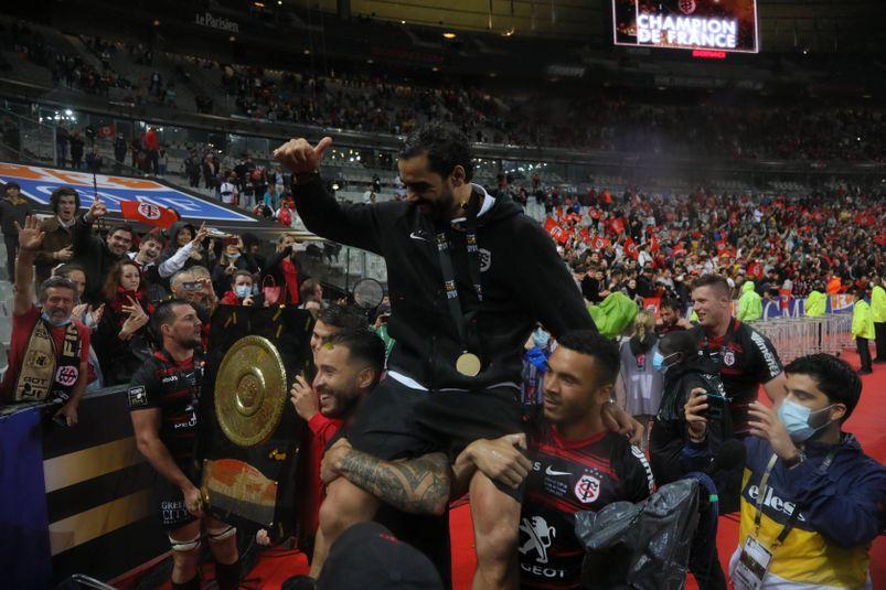 Malgré sa blessure, Yoann Huget termine sa carrière sur un doublé historique avec le Stade toulousain.