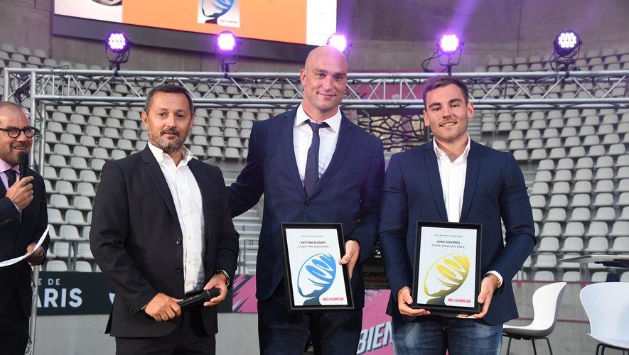 OSCAR HONNEUR Emmanuel Massicard, directeur délégué du Midi Olympique a tenu à honorer à la fois Antoine Burban (15 ans de fidélité au club) et Joris Segonds, plus que jamais les leaders du Stade Français Paris.