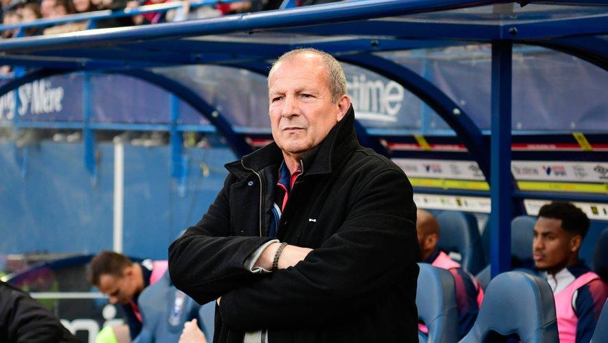 Rolland Courbis porte un regard avisé sur le comportement de supporters dans les stades. S'il fustige la conduite des fans de football, le technicien devenu consultant tire la sonnette d'alarme et affirme que le hooliganisme peut se propager à d'autres sports, au premier rang desquels figure le rugby.