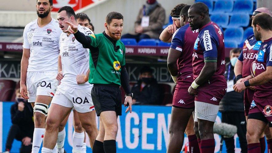 L'arbitre Laurent Cardona considère « l'irruption du micro-arbitre » comme « une bonne chose ».